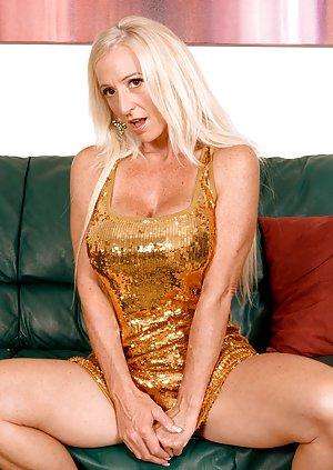 Natural blond nudist