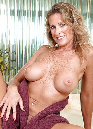 Amature Milf Thumbs 119