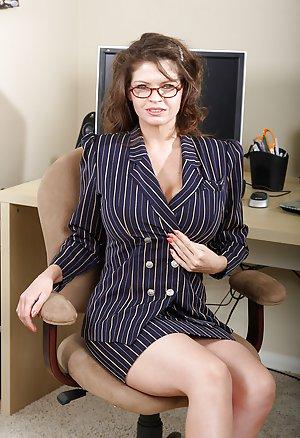 Secretary Milf Pics 105