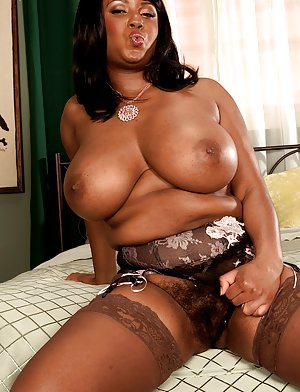 free ebony hairy olderwomenporn