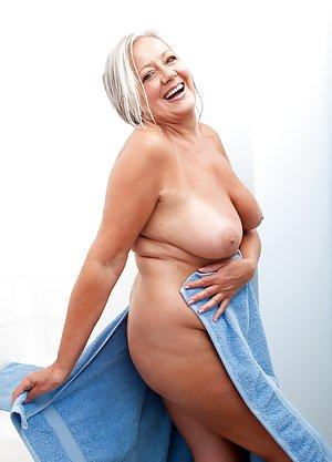 Фото голых женщин в платьях