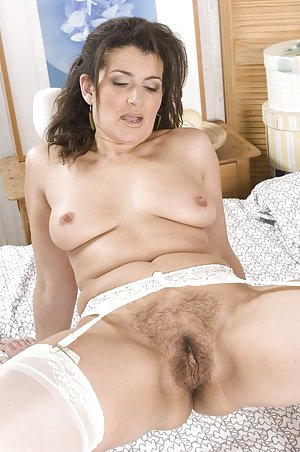 Moms Hairy Pussy Nude