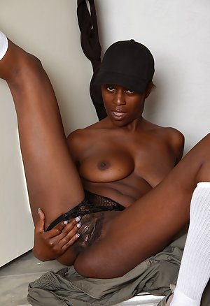 Ebony Mature Thumbs 7