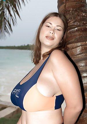 Outdoor Pics - Busty moms, big juggs mature babes, saggy tits grannies