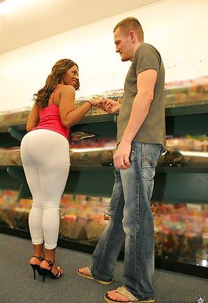 Big ebony booty anal