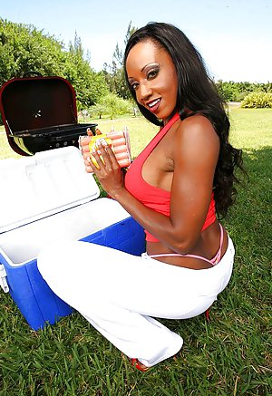 Ebony Outdoor Porn 52