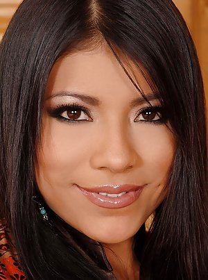 Mature Latina Pictures 18