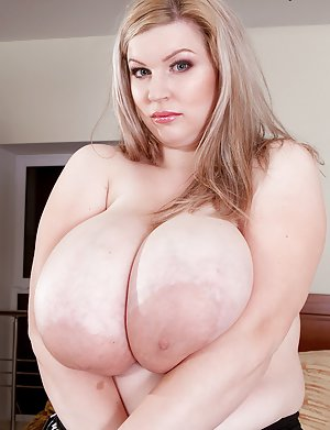 Mature Big Boobs Pics 11
