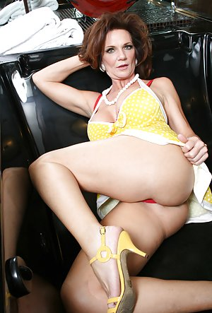 Upskirt Free mom