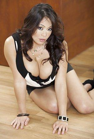 Secretary Pics - Busty moms, big juggs mature babes, saggy tits grannies