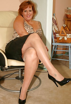 from Chase free sites of moms in short skirt