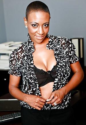 Ebony Mature Thumbs 87