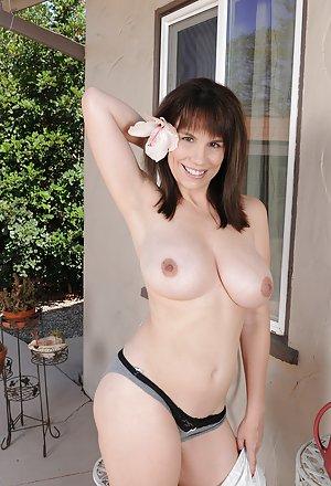 Tits Mature Thumbs 45