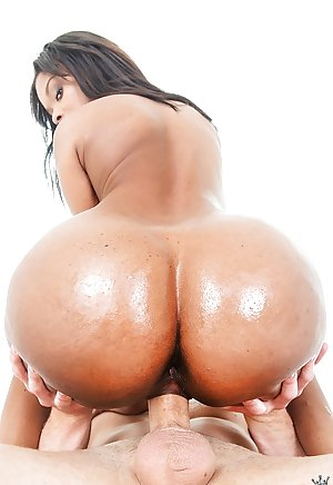 image Fuckswipecom big booty ebony shakes her ass perfectly