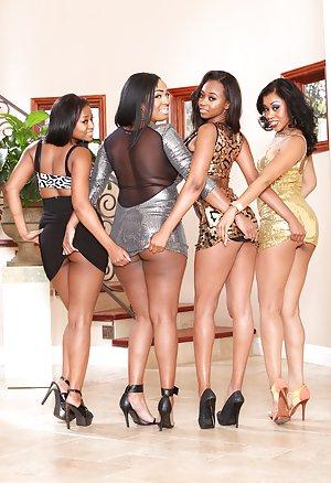 Ebony Milf with sexy big black booty's