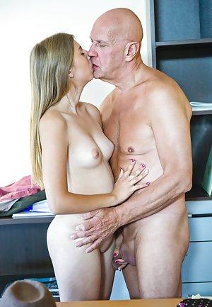 секс молодой со стариком онлайн